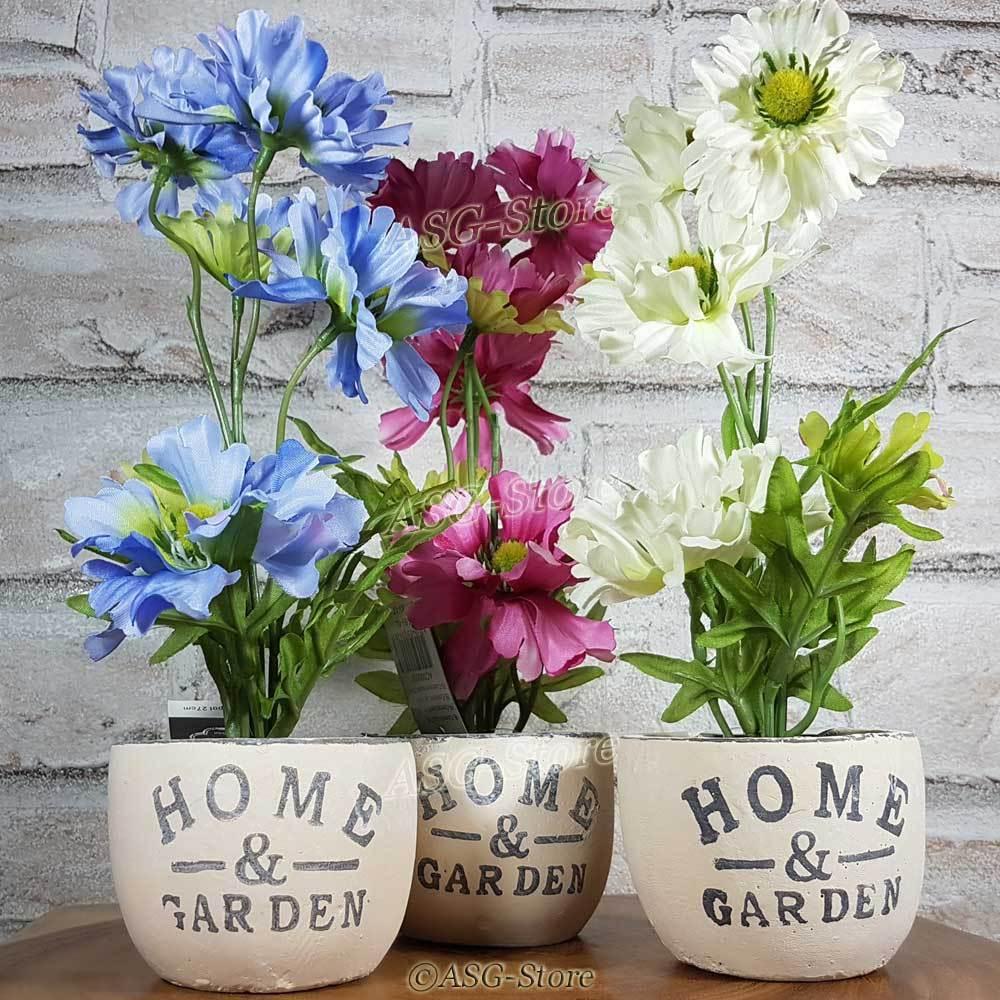 Kunstblumen im Keramiktopf